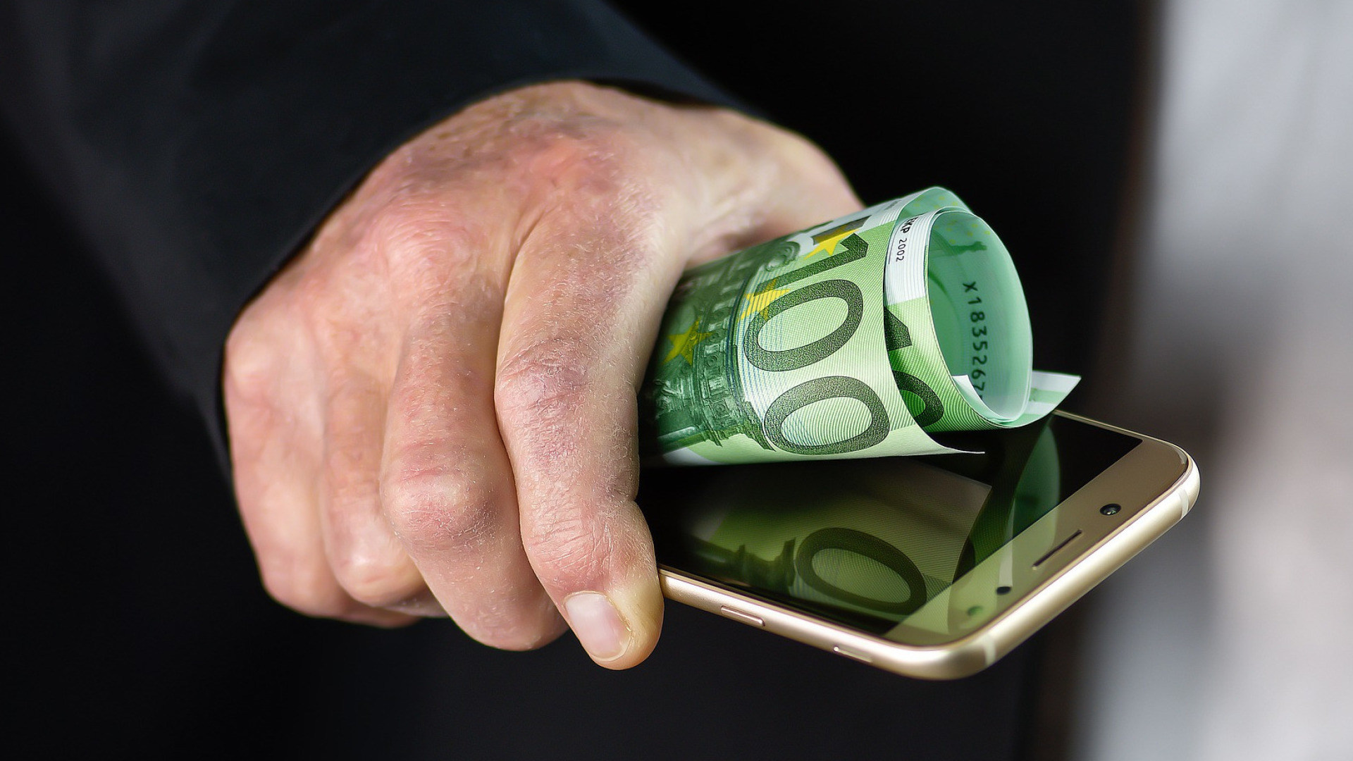 Smartphone, Geld, Bezahlen, Apple Pay, Google Pay, Kontaktloses Bezahlen