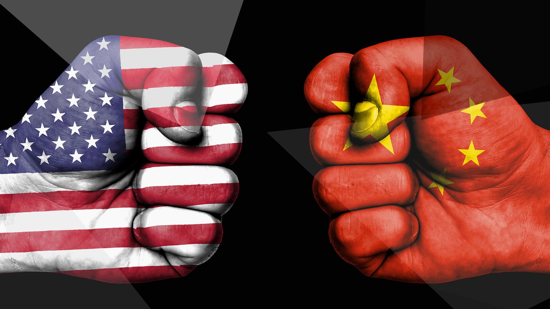 Usa, Huawei, China, Handel, Sanktionen, Handelskrieg, Versus, Fahne, Handelsverbot, vs., VS, US, America, flag, Huawei vs. USA, Huawei versus USA, China vs. USA, USA vs. China, Handelsstreit, Chinesisch, Handelsabkommen, Trade, Faust, Boxer, Fist