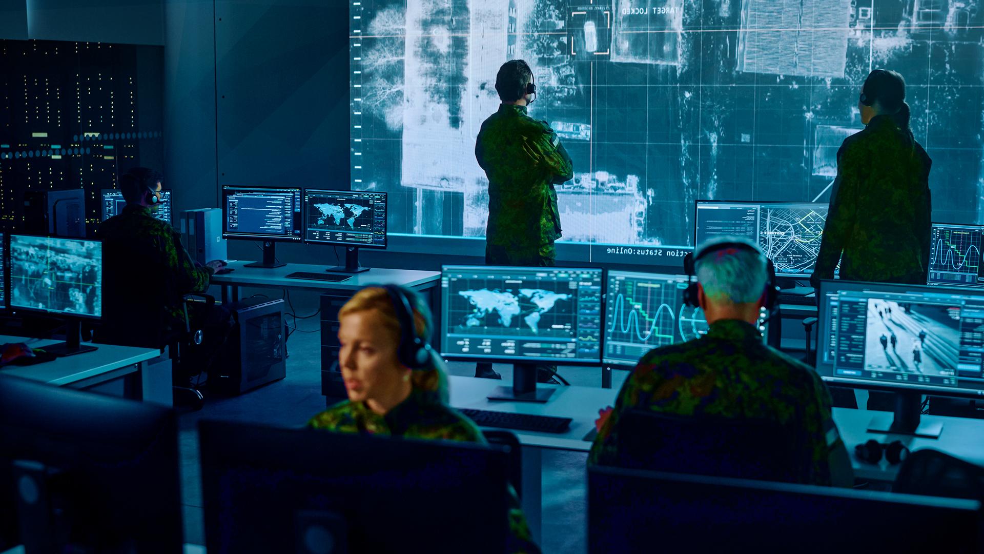 überwachung, Spionage, Cybercrime, Cybersecurity, Hackerangriff, Darknet, Militär, Hacker Angriffe, Krieg, Cyberwar, Bundeswehr, Soldaten, Armee, US Army, Soldat, Us Armee, War, Flecktarn, Aufklärung, Mission Control, Situation Room