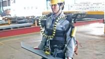 Roboter-Anzug soll Schiffbauern übermenschliche Kräfte geben