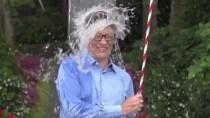Bill Gates toppt die Ice Bucket Challenge mit selbstgebauter Dusche