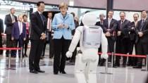 "Roboter ""Asimo"" verweigert Angela Merkel den Handschlag"