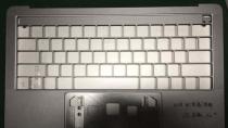 Leak: Neues MacBook Pro-Geh�use mit OLED-Leiste aufgetaucht