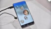 Sharp zeigt Smartphone-Display mit runden Ecken
