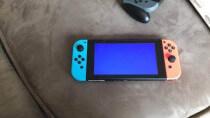 Materialermüdung? Nintendo Switch-Kunststoffgehäuse reißt und bricht