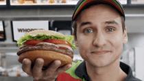 Burger King: Werbung lässt Google Assistant über Whopper quasseln