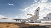 Stratolaunch: Paul Allens weltgrößtes Flugzeug besteht ersten Test