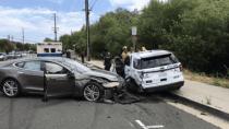 """Neuerlicher """"Autopilot""""-Unfall: Tesla Model S kracht in Streifenwagen"""
