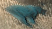 Die blaue Mars-Düne: Orbiter fotografiert ungewöhnliches Phänomen