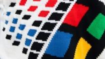 """Microsoft kündigt gestrickte """"Softwear"""" mit Windows 95-Logo an"""