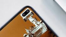 Galaxy S10: Nutzer integrieren das Kamera-Loch in kreative Wallpaper