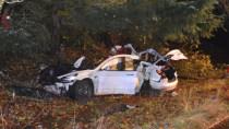 Irrer Tesla-Crash: Unfall mit Model 3 lässt Akkuzellen in Häuser fliegen