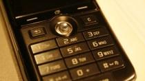 Brennstoffzelle tankt Urin und versorgt ein Handy