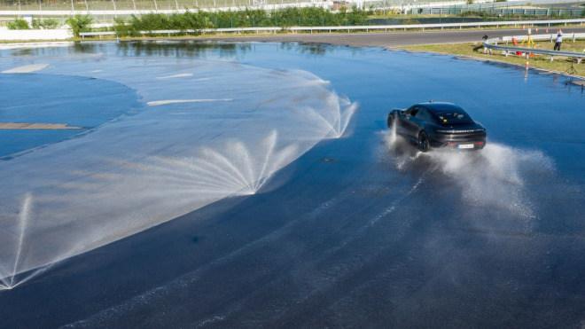 Porsche Taycan stellt Weltrekord auf, driftet 42km und zwar am Stück